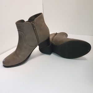 Unisa Tan Boots Size 7 Ankle Booties Zipper Womens